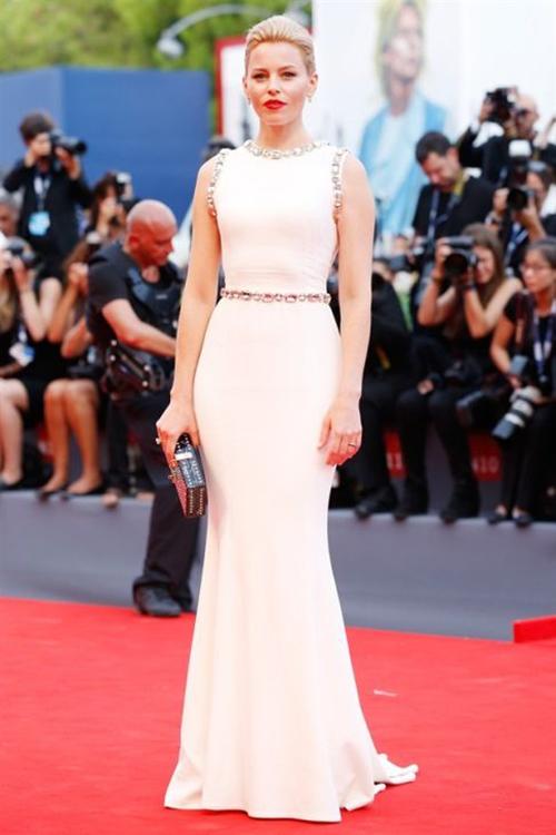 Elizabeth Banks in Dolce&Gabbana